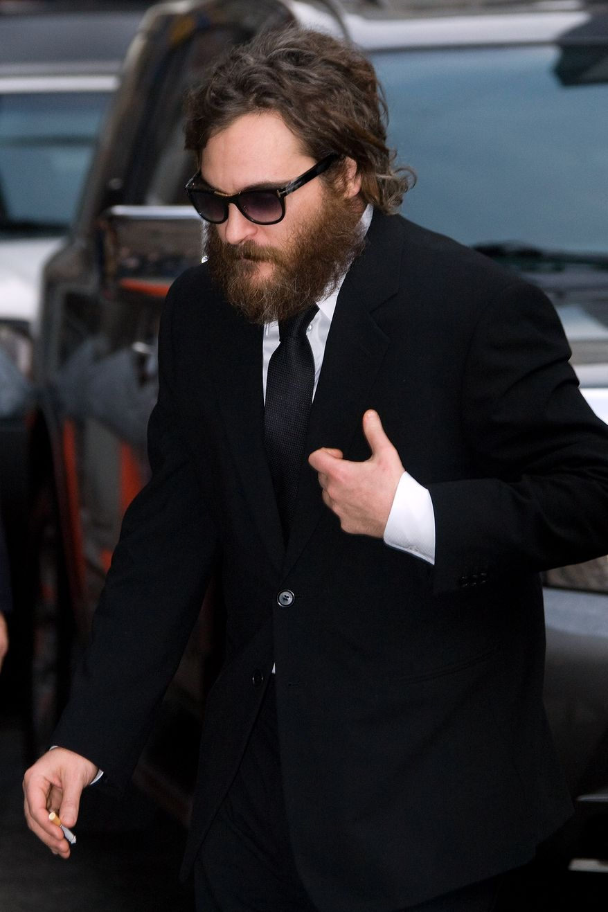 "** FILE ** In this Feb. 11, 2009, file photo, actor Joaquin Phoenix arrives for a taping of ""The Late Show with David Letterman"" in New York. (AP Photo/Charles Sykes, File)"