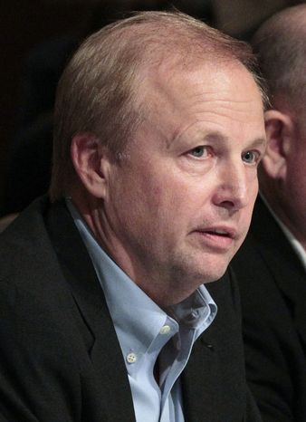 New BP Chairman Bob Dudley, left, addresses members of the Southern Governor's Association meeting in Hoover, Ala., Sunday, Aug. 29, 2010 regarding the Gulf oil spill. (AP Photo/Dave Martin)