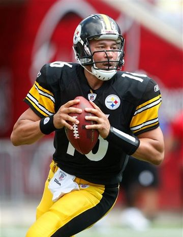 FILE - This Sept. 26, 2010, file photo shows Pittsburgh Steelers quarterback Charlie Batch (16) dropping back and looks for an open receiver during an NFL football game against the Tampa Bay Buccaneers,  in Tampa, Fla.  For the first time all season, Steelers coach Mike Tomlin doesn't have a quarterback decision to make. (AP Photo/Brian Blanco, File)