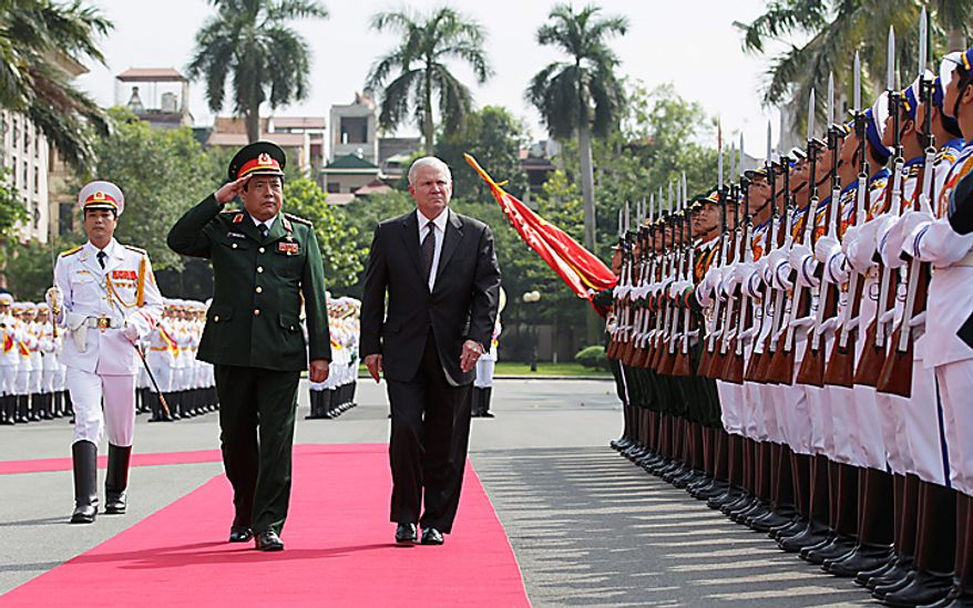 Defense Secretary Robert Gates, right, revies Guards of Honor with Vietnam's Minister of Defense General Phung Quang Thanh at the Vietnam Ministry of Defense in Hanoi, Vietnam, Monday, Oct. 11, 2010.  (AP Photo/Carolyn Kaster, Pool)