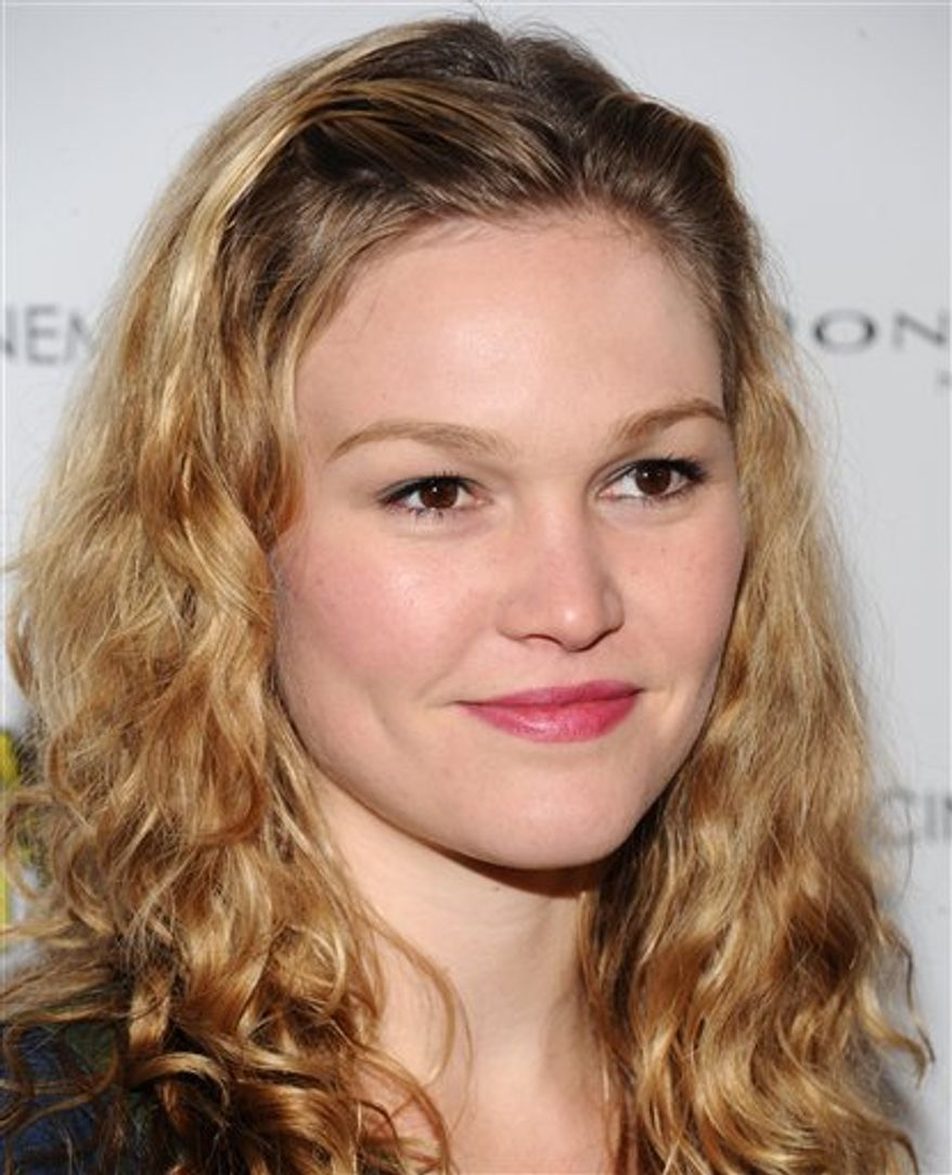 """FILE-- A Feb. 16, 2010 file photo shows actress Julia Stiles at the Museum of Modern Art in New York.  Julia Stiles says she loves working on the Showtime series 'Dexter,"""" (AP Photo/Evan Agostini/file)"""