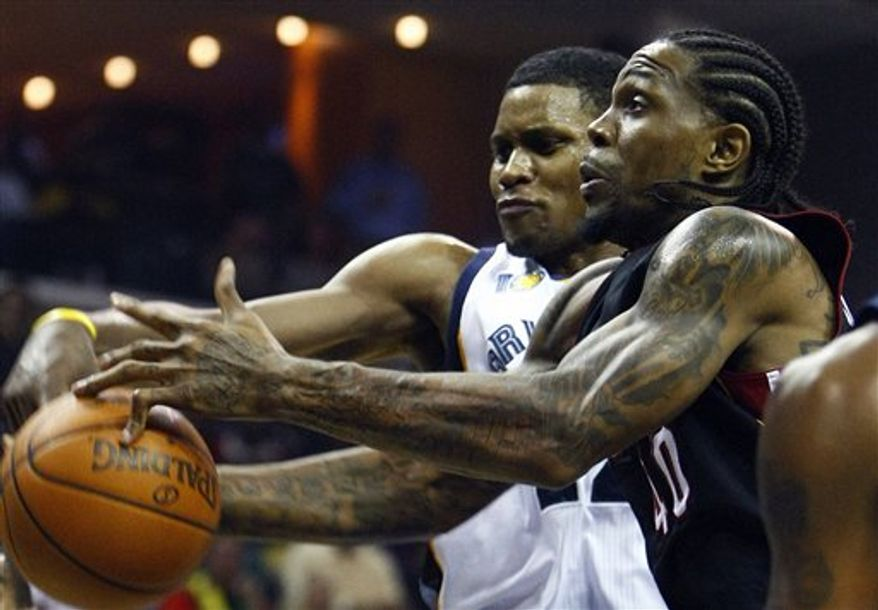 Memphis Grizzlies' Rudy Gay, left, knocks a rebound away from Miami Heat's Udonis Haslem, right, during the first half of an NBA basketball game in Memphis, Tenn., Saturday, Nov. 20, 2010. (AP Photo/ Mark Weber)