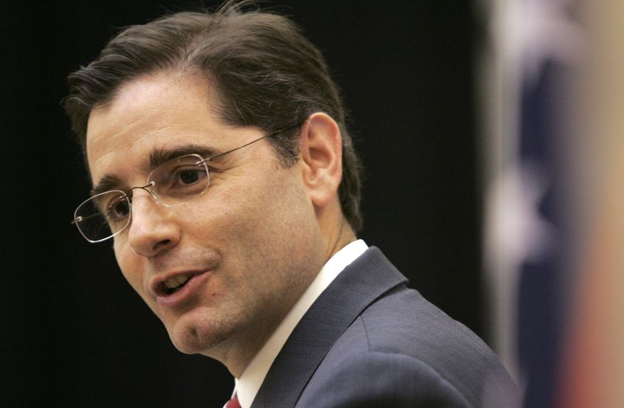 ** FILE ** In this Nov. 24, 2009, photo, Federal Communications Commission Chairman Julius Genachowski speaks at the University of Arkansas Clinton School of Public Service in Little Rock, Ark. (AP Photo/Danny Johnston, File)
