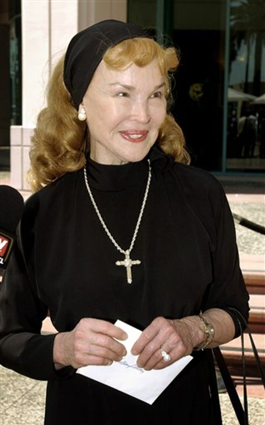 """FILE - In this Aug. 27, 2003 file photo, Kathryn Crosby,  Bing Crosby's widow, arrives for """"The Bob Hope Memorial Tribute"""" show at the Academy of Television Arts and Sciences iin Los Angeles. Crosby is recovering from injuries suffered in a single vehicle traffic accident in the Sierra Nevada. Crosby, 77, suffered major injuries and her husband, Maurice William Sullivan, 85, was killed in the Nov. 4 accident on U.S. 50 east of Placerville, Calif., California Highway Patrol spokesman Dan Stark said today. (AP Photo/Reed Saxon, file)"""