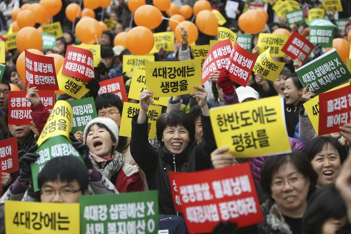 Anti-government protesters shout slogans and hold signs during a rally against the South Korean government's policies and financial plans on Sunday, Dec. 5, 2010, in Seoul. (AP Photo/Wally Santana)