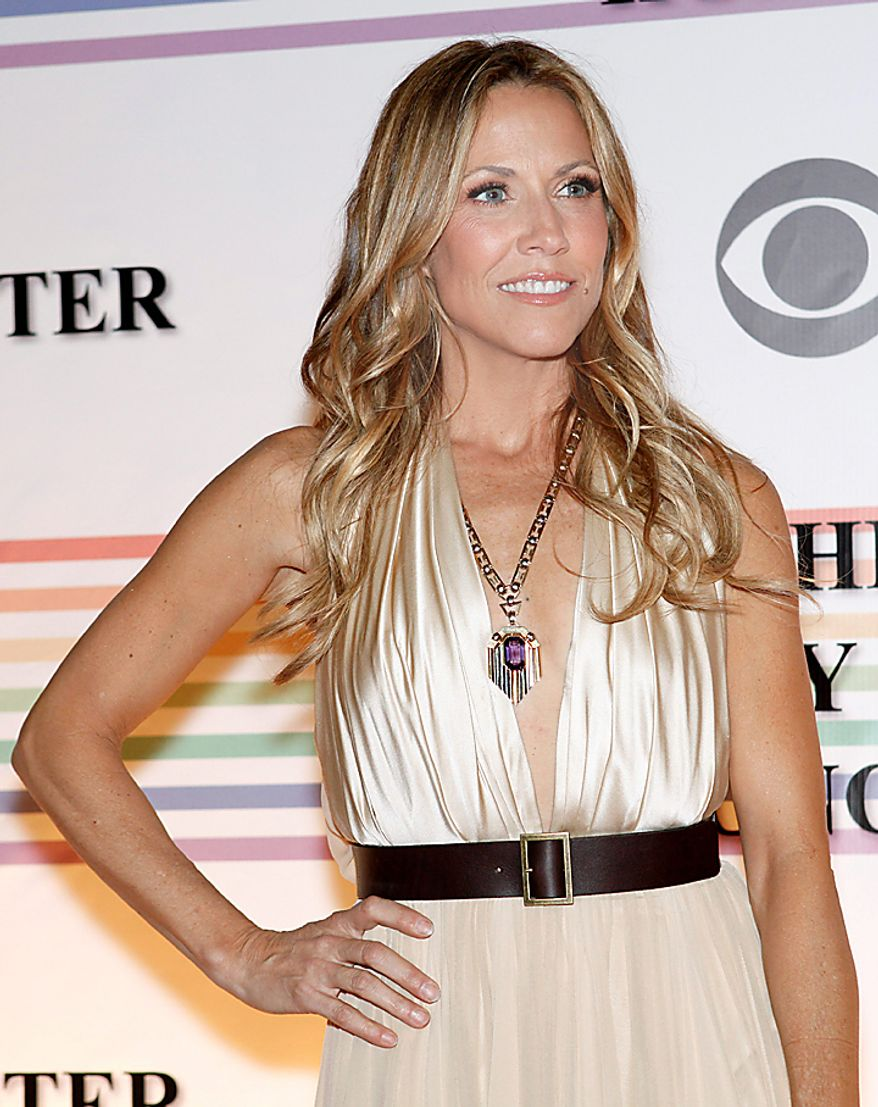 Singer Sheryl Crow walks the red carpet at the Kennedy Center Honors in Washington on Sunday, Dec. 5, 2010. (AP Photo/Jacquelyn Martin)