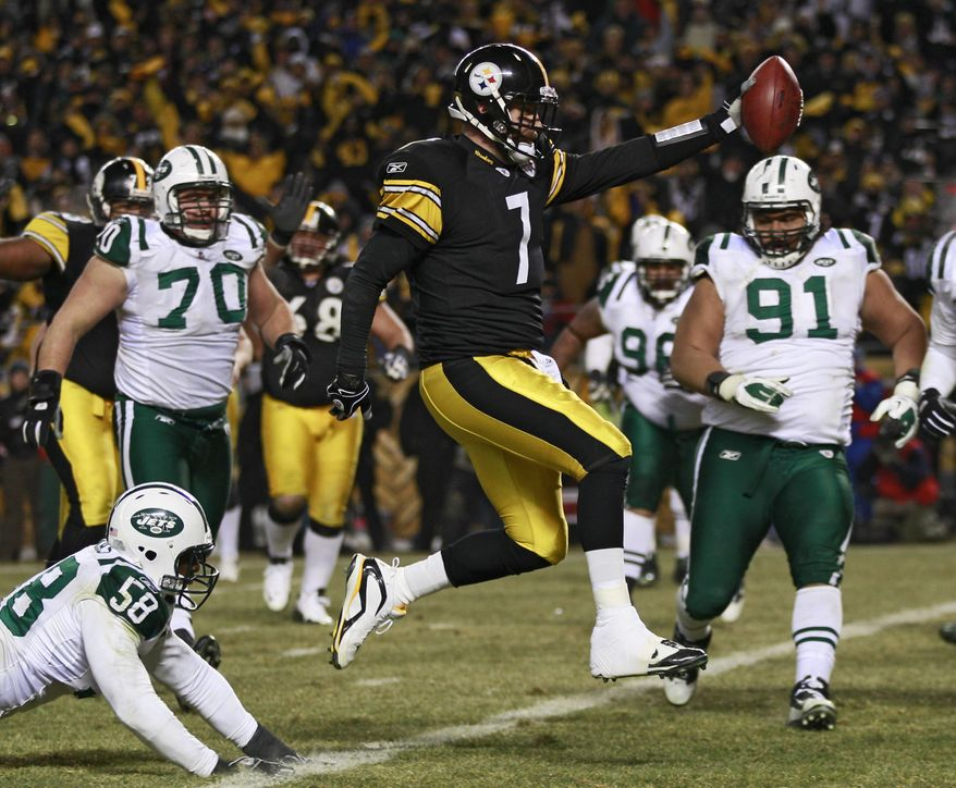 Pittsburgh Steelers quarterback Ben Roethlisberger (7) beats New York Jets linebacker Josh Mauga (58) and defensive tackle Sione Pouha (91) on a 2-yard touchdown run against the New York Jets during the first half of the AFC Championship NFL football game in Pittsburgh, Sunday, Jan. 23, 2011. (AP Photo/Charles Krupa)