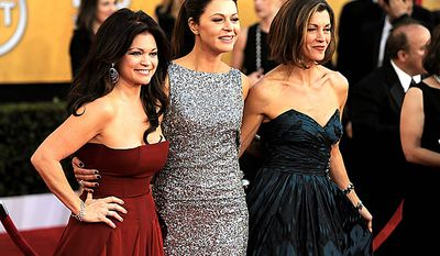 From left, Valerie Bertinelli, Jane Leeves, and Wendie Malick arrive at the 17th Annual Screen Actors Guild Awards on Sunday, Jan. 30, 2011, in Los Angeles. (AP Photo/Chris Pizzello)