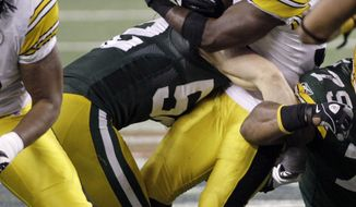 Green Bay Packers' Clay Matthews (52) tackles Pittsburgh Steelers' Rashard Mendenhall (34) and causes him to fumble during the second half of the NFL Super Bowl XLV football game Sunday, Feb. 6, 2011, in Arlington, Texas. (AP Photo/Kathy Willens)