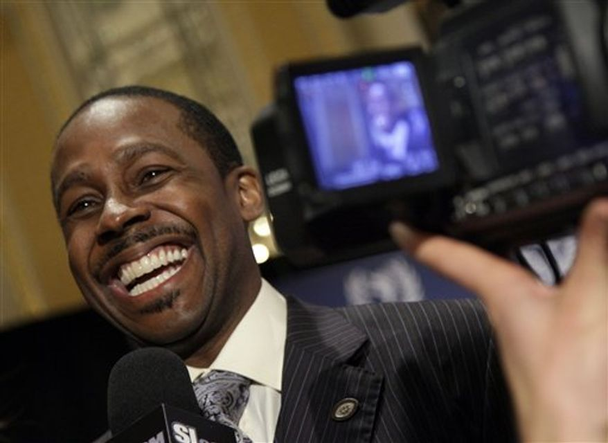 FILE - In this Dec. 7, 2010, file photo, Former University of Michigan football player Desmond Howard and 1991 Heisman Trophy winner, is interviewed after a news conference for the 2010 National Football Foundation and College Hall of Fame Awards, in New York. Howard said Saturday that former New York Giants quarterback Phil Simms threatened him over comments he made about Simms' son. (AP Photo/Richard Drew, File)