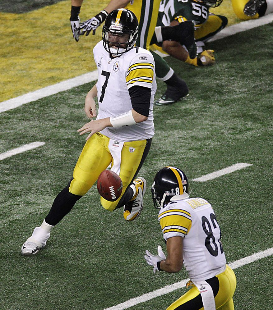 The Pittsburgh Steelers' Ben Roethlisberger passes to teammate Antwaan Randle El for a 2-point conversion during the second half of the NFL Super Bowl XLV football game on Sunday, Feb. 6, 2011, in Arlington, Texas. (AP Photo/Charlie Riedel)