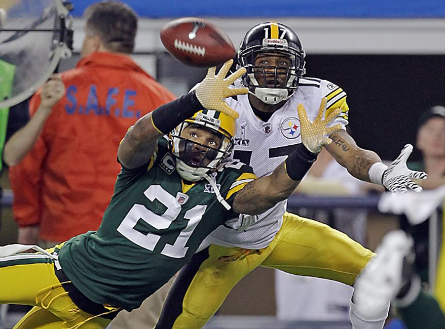 The Green Bay Packers' Charles Woodson (21) defends on a pass intended for the Pittsburgh Steelers' Mike Wallace during the first half of the NFL Super Bowl XLV football game on Sunday, Feb. 6, 2011, in Arlington, Texas. The pass fell incomplete. (AP Photo/Dave Martin)