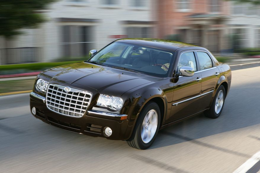 The profile of the all-new Chrysler 300 features the distinctive proportions of its predecessor with added design refinement for a more tailored appearance.