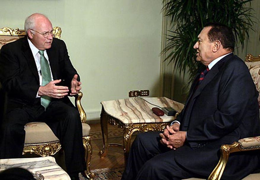 Egyptian President Hosni Mubarak, right, meets with  U.S. Vice President Dick Cheney at the Presidential palace in Cairo on May 13, 2007. (AP Photo/Amr Nabil)