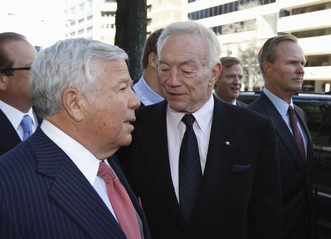 NFL owners Robert Kraft, New England Patriots, left, talks with Jerry Jones, Dallas Cowboys, as NFL Roger Goodell, second from right, and John Mara, New York Giants, arrive for football labor negotiations with the NFL involving a federal mediator in Wednesday, March 2, 2011, in Washington. (AP Photo/Alex Brandon)