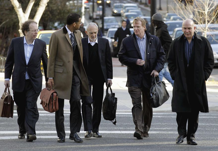 NFL outside labor counsel Bob Batterman, center, NFL commissioner Roger Goodell, second from right, and Peter Ruocco, NFL senior vice president for Labor Relations, right, and others, arrive for football labor negotiations with the NFL players involving a federal mediator, Friday, March 4, 2011, in Washington. (AP Photo/Alex Brandon)
