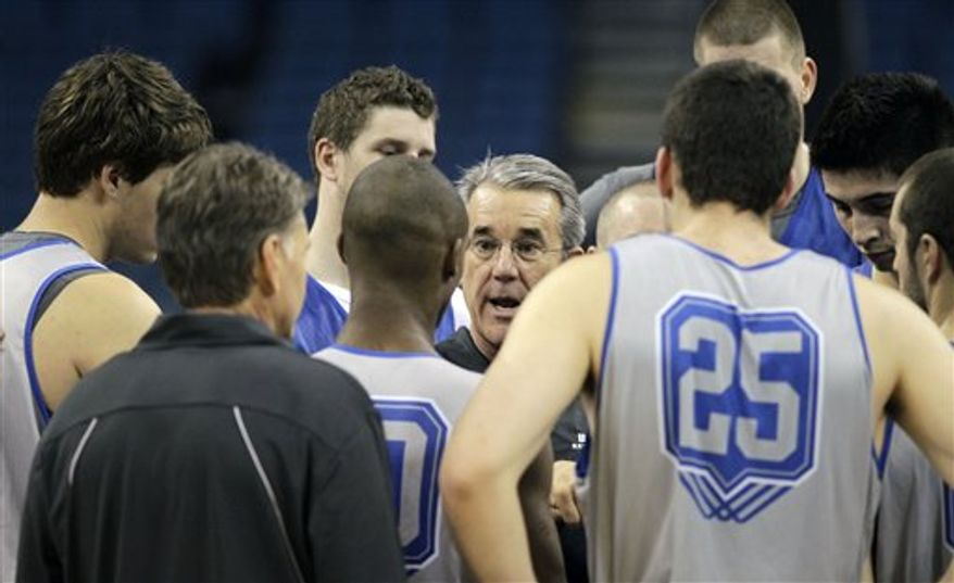 UC Santa Barbara head coach Bob Williams, center, talks with players at the end of practice Wednesday, March 16, 2010, in preparation for their second round southeast regional NCAA college basketball game in Tampa, Fla.  . UC Santa Barbara will face Florida. (AP Photo/John Raoux)