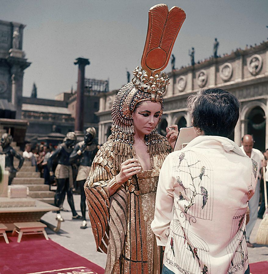 """This May 8, 1962 file photo shows actress Elizabeth Taylor on the set of the movie """"Cleopatra,"""" in Rome. Publicist Sally Morrison says the actress died Wednesday, March 23, 2011 in Los Angeles of congestive heart failure at age 79. (AP Photo/Girolamo DiMajo, File)"""