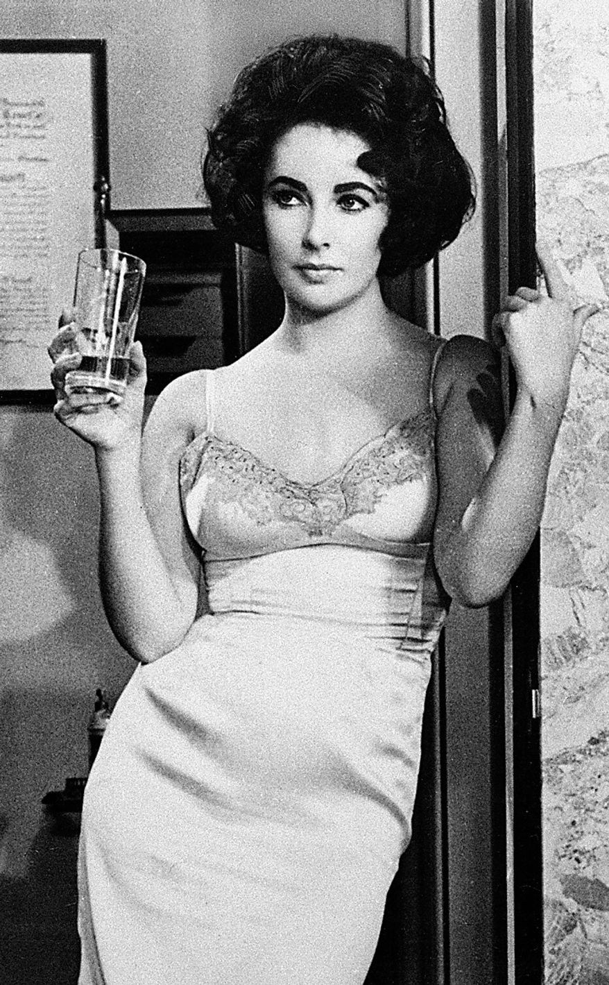 """Elizabeth Taylor won a best-actress Oscar for her work in the film """"Butterfield 8."""" (AP Photo/File)"""