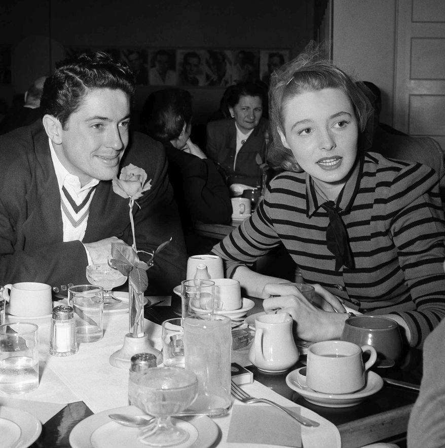 """** FILE ** In a Feb. 29, 1948, file photo, Patricia Neal is shown at lunch with actor Farley Granger on the studio lot in Los Angeles. Granger, most famous for his roles in Alfred Hitchcock's """"Strangers on a Train"""" and """"Rope,"""" died Sunday, March 27, 2011, of natural causes in New York. He was 85. (AP Photo, File)"""