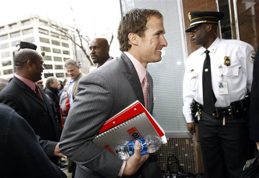 DeMaurice Smith, former Executive Director of the NFL Players Association, leaves the Federal Courthouse in St. Paul, Minn. Wednesday, April  6, 2011. A group of players is asking a judge to issue a preliminary injunction on the lockout the NFL team owners imposed after talks on a new collective bargaining agreement broke off three weeks ago. (AP Photo/Andy King)