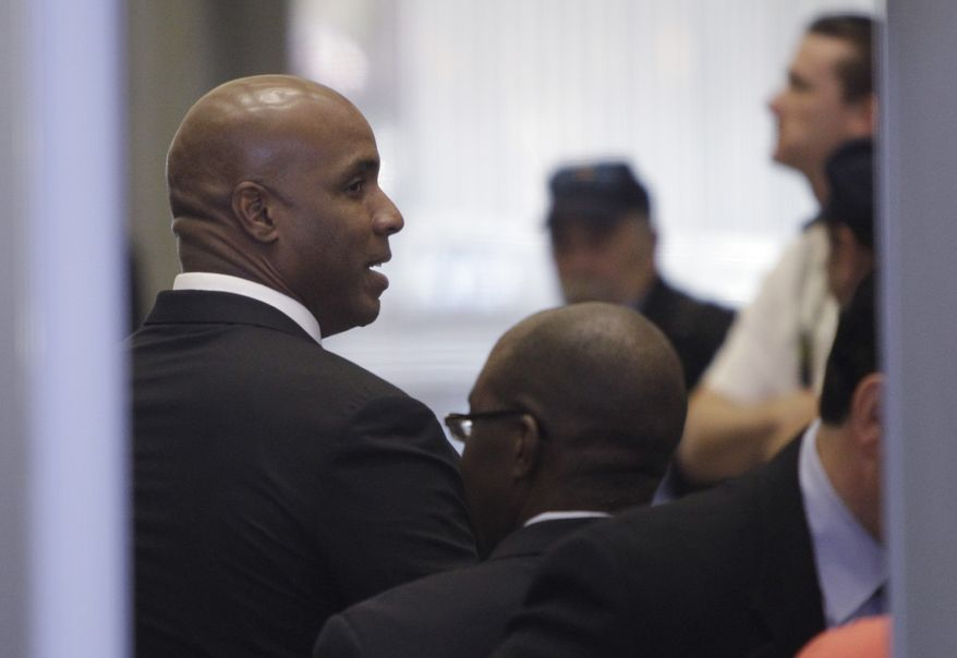 Barry Bonds goes through security as he arrives at a federal courthouse for his perjury trial, Wednesday, April 6, 2011, in San Francisco. (AP Photo/Paul Sakuma)