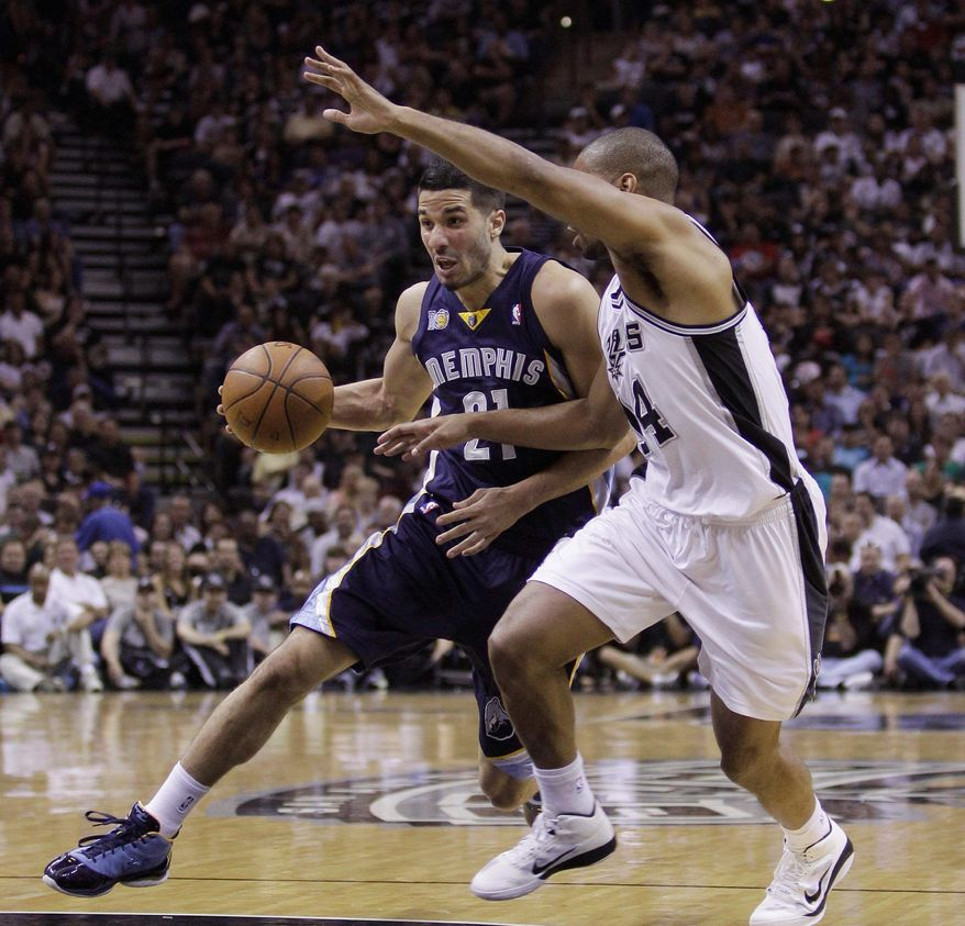 Memphis Grizzlies' Greivis Vasquez, left, and San Antonio Spurs' Gary Neal, right, during the first quarter of Game 2 of a first-round NBA basketball playoff series, Wednesday, April 20, 2011, in San Antonio. (AP Photo/Eric Gay)