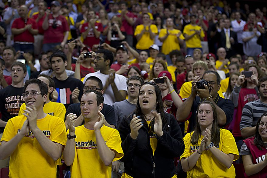 "Hundreds of University of Maryland students and alumni applaud as Coach Gary Williams enters the Comcast Center at the University of Maryland in College Park, Md., on Friday, May 6, 2011 to officially announce his retirement as the school's basketball coach. Many students sported yellow ""Garyland"" t(...)"
