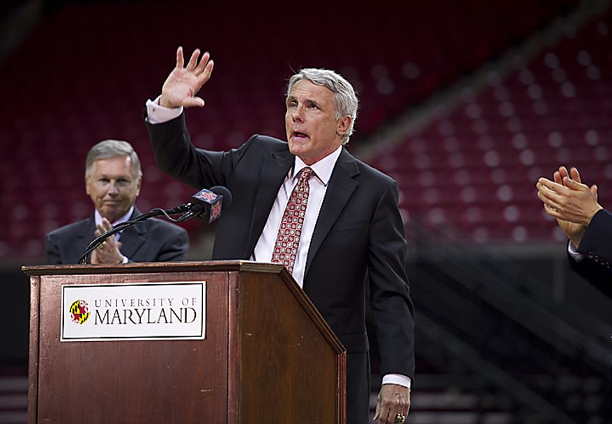 Coach Gary Williams waves to the crowd in the Comcast Center in College Park, Md., during a press conference Friday, May 6, 2011 at which the coach officially announced his retirement. He has coached basketball for the past 30 years, 22 of which have been at the University of Maryland. (Barbara L. S(...)