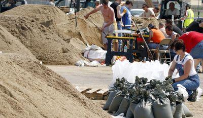 Workers fill sandbags at Dakota Valley High School on Saturday, June 4, 2011, in McCook Lake, S.D. (AP Photo/The Sioux City Journal, Jim Lee)
