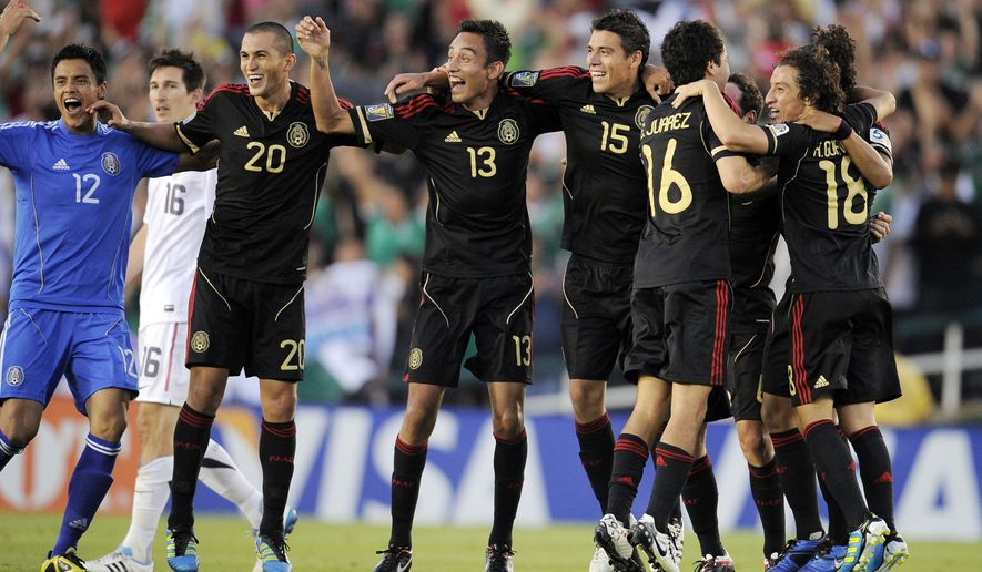Mexico team members celebrate after they defeated the United States 4-2 in the CONCACAF Gold Cup soccer final. (AP Photo/Mark J. Terrill)