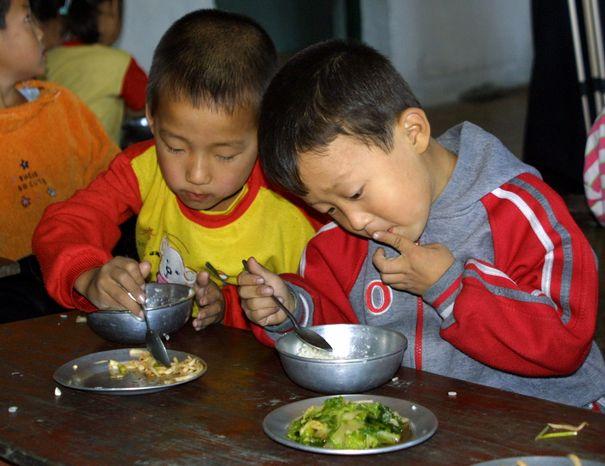 ** FILE ** Kindergartners in Hyangsan, North Korea, eat food donated by the World Food Program in October 2006. (AP Photo/World Food Program)