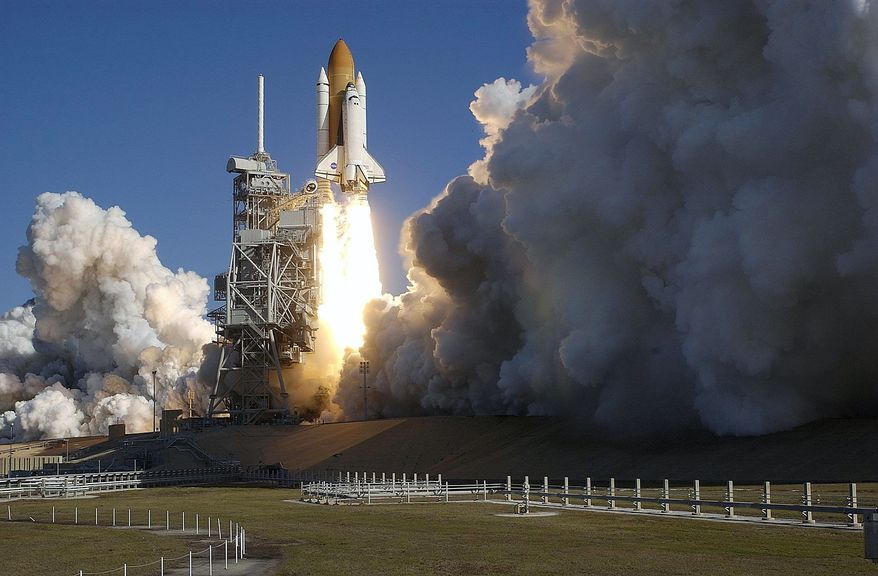 Scott Andrews BLAST FROM  THE PAST: Space Shuttle Columbia lifts off on a 16-day research mission amid dramatic clouds of smoke and steam from Kennedy Space Center in Florida on Jan. 16, 2003. The photo is typical of the work of photographer Scott Andrews over the decades for NASA and news organizations. Below, Mr. Andrews sets up the motion control system for one of his cameras to record the scheduled launch of Space Shuttle Atlantis on Friday. The final liftoff will mark the end of Mr. Andrews' more than 30 years of photographing missions.
