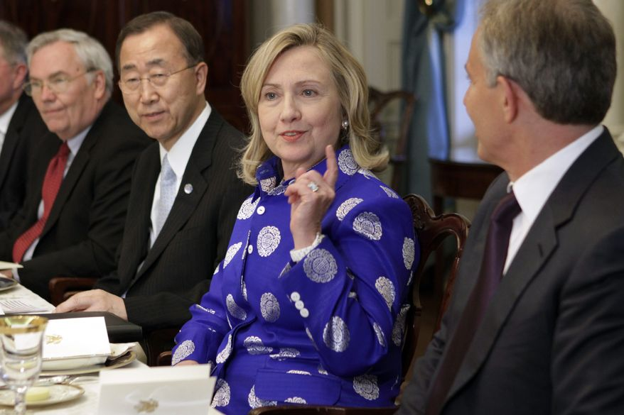 Attending a State Department dinner on Monday, July 11, 2011, in Washington after talks by the Quartet of Mideast peacekeepers are (from left) U.N. Ambassador Lynn Pascoe, U.N. Secretary General Ban Ki-Moon, U.S. Secretary of State Hillary Rodham Clinton and former British Prime Minister Tony Blair, the Quartet's representative. (AP Photo/Jacquelyn Martin)