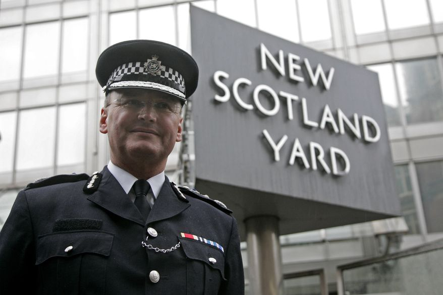 ** FILE ** Metropolitan Police Commissioner Sir Paul Stephenson, shown outside New Scotland Yard in London in 2009, resigned as London's police chief on Sunday, July 17, 2011, over his links to a former News of the World editor caught up in the phone hacking scandal. (AP Photo/Sang Tan, File)