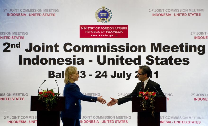 Indonesian Foreign Minister Marty Natalegawa, right, and U.S. Secretary of State Hillary Rodham Clinton shake hands after their joint press conference at a Joint Commission meeting between the two countries at the Ayodhya Hotel in Nusa Dua, Bali, Indonesia, Sunday, July 24, 2011. (AP Photo/Saul Loeb, Pool)