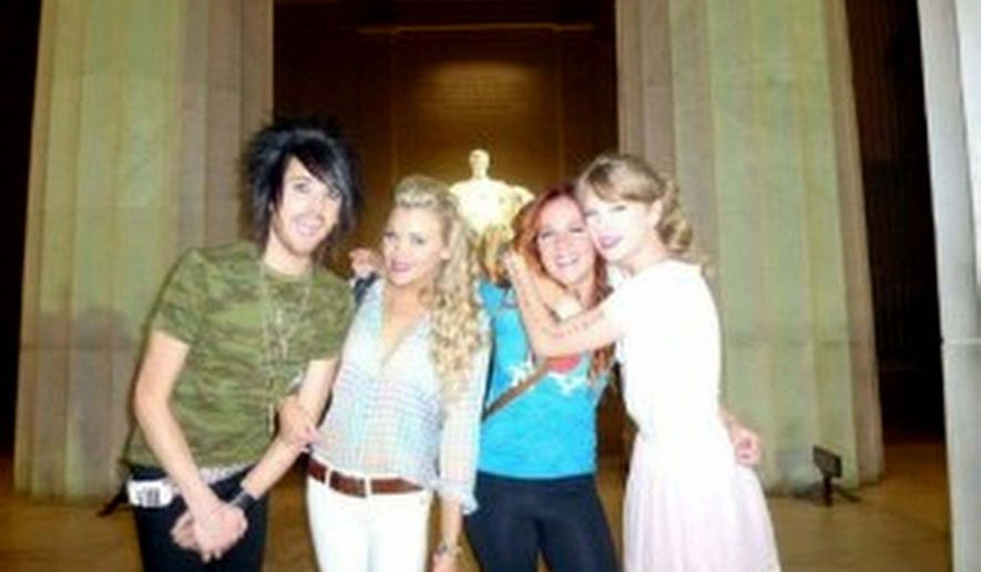 """Daily Caller After her Tuesday concert at the Verizon Center, Taylor Swift and some friends paid a visit to the Lincoln Memorial. The pop-country star tweeted that it was """"Pretty magical."""""""