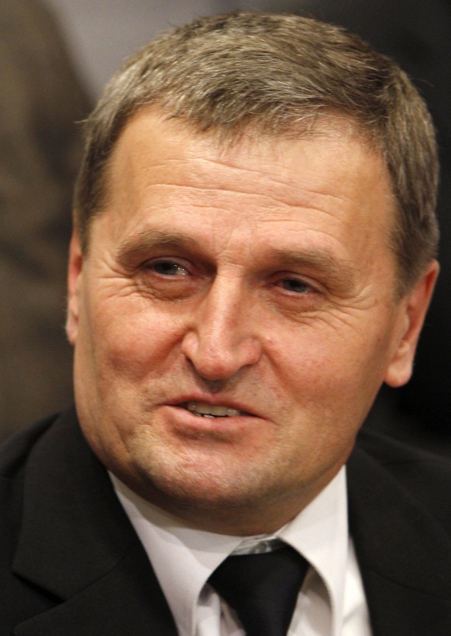 LOT Polish Airlines Capt. Tadeusz Wrona speaks to the press at Poland's Warsaw Chopin Airport on Wednesday, Nov. 2, 2011, the day after he made a smooth emergency landing on a Boeing 767. (AP Photo/Czarek Sokolowski)