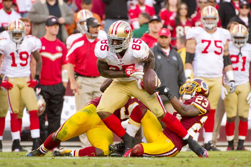 Washington Redskins DeAngelo Hall (23) and London Fletcher (59) cause San Francisco 49ers Vernon Davis (85) to fumble during the fourth quarter. (Andrew Harnik / The Washington Times)