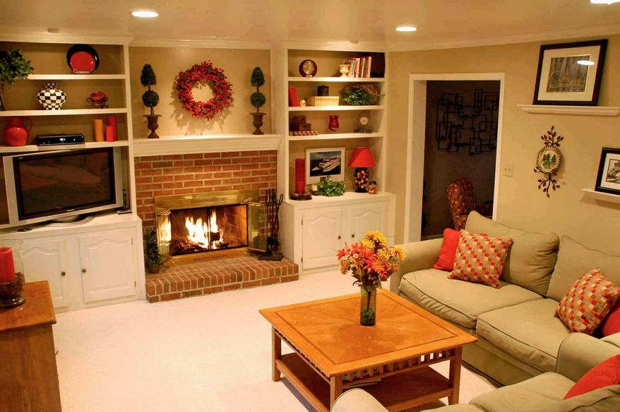 PHOTO COURTESY OF JENNIFER POWELL Warm colors in pillows, blankets or pictures can substitute for over-the-top holiday decor.