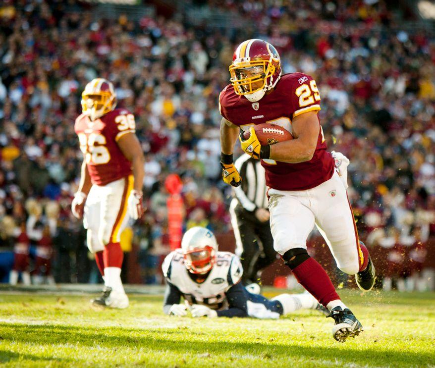 Washington Redskins running back Roy Helu (29) breaks free for a 26-yard run in the first quarter. (Pratik Shah/The Washington Times)