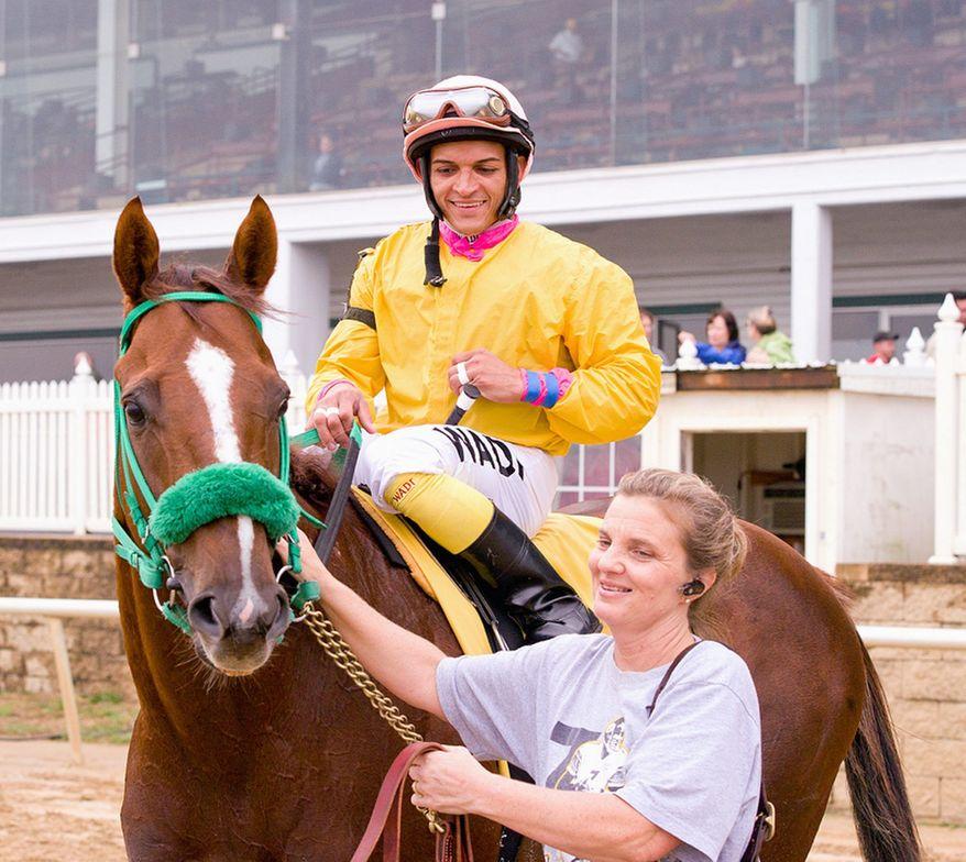 Rapid Redux is shown plenty of affection by jockey J.D. Acosta and groomer Terry Overmeier at Laurel Park. (Maryland Jockey Club)