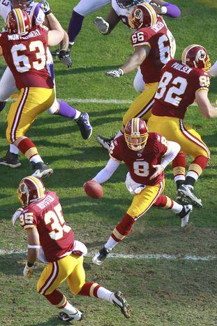 Washington Redskins quarterback Rex Grossman (8) runs play action with starting running back Evan Royster (35) on Saturday, Dec. 24, 2011, against the Minnesota Vikings. Royster had 132 yards on 19 carries. (AP Photo/Haraz N. Ghanbari)