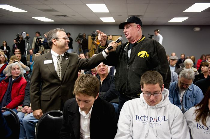 Bob Colby praises Ron Paul after his speech to a standing-room-only crowd at the Jasper County meeting. (Andrew Harnik/The Washington Times)