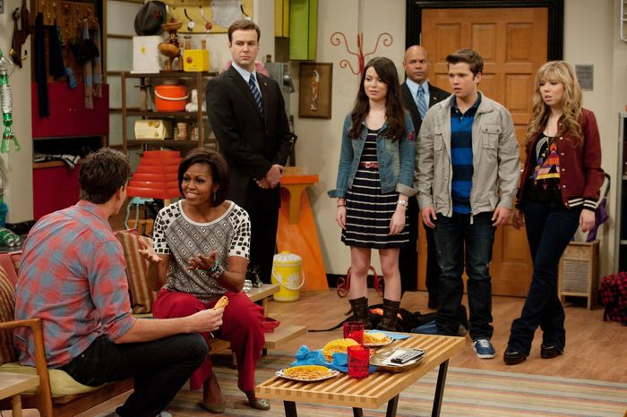 """First lady Michelle Obama talks with Jerry Trainor in an episode of Nickelodeon's """"iCarly."""" The episode, premiering Jan. 16, centers on Carly's reaction when her military dad is redeployed. (Nickelodeon via Associated Press)"""