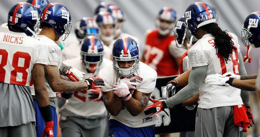 ASSOCIATED PRESS New York Giants' running back Ahmad Bradshaw (center) has played the past eight games with a broken bone in his right foot. In 2009, his feet were so bad he had screws inserted into them after the season.