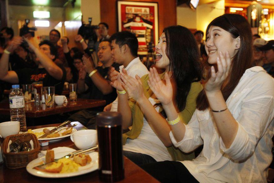 Fans of NBA Knicks' Taiwanese-American Jeremy Lin watch him play against the Sacramento Kings at a local sports bar in Taipei, Taiwan, Thursday, Feb. 16, 2012. (AP Photo/Wally Santana)
