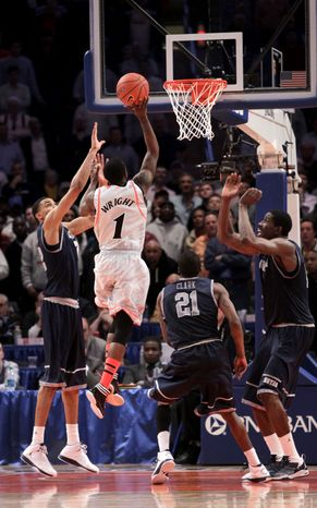 Cincinnati's Cashmere Wright (1), second from left, scores a basket to put Cincinnati ahead towin the game against Georgetown during the quarterfinal round of the Big East tournament in New York on Thursday, March 8, 2012. Cincinnati defeated Georgetown in double overtime 72-70. (AP Photo/Seth Wenig)