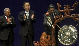 U.N. Secretary-General Ban Ki-moon (center) and Indonesian Defense Minister Purnomo Yusgiantoro (left) applaud as Indonesian President Susilo Bambang Yudhoyono strikes a gong to mark the opening of the Jakarta International Defense Dialogue in Jakarta, Indonesia, on Wednesday, March 21, 2012. (AP Photo/Tatan Syuflana)