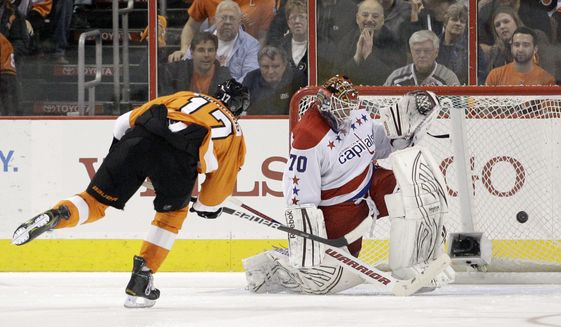 Philadelphia Flyers' Wayne Simmonds scores past Washington Capitals' Braden Holtby during a shootout in, Thursday, March 22, 2012, in Philadelphia. Philadelphia won 2-1. (AP Photo/Matt Slocum)